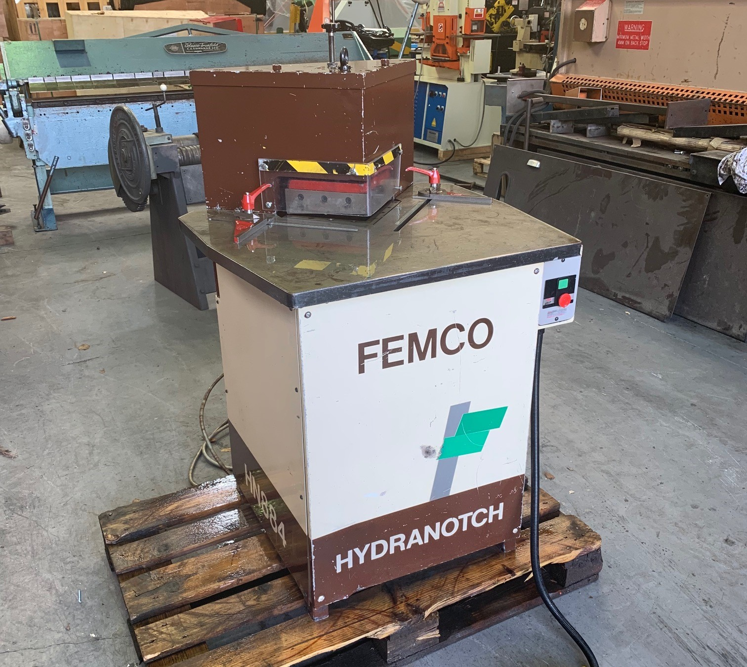 FEMCO 200mm x 4mm Hydraulic corner notcher